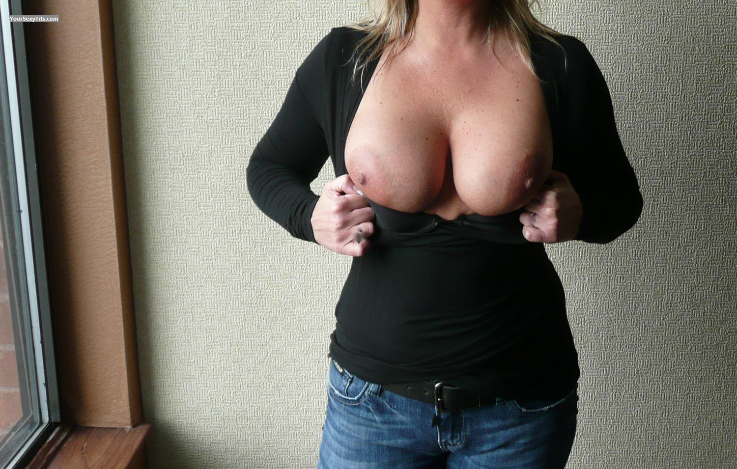 Tit Flash: Very Big Tits - 40's MILF from United States